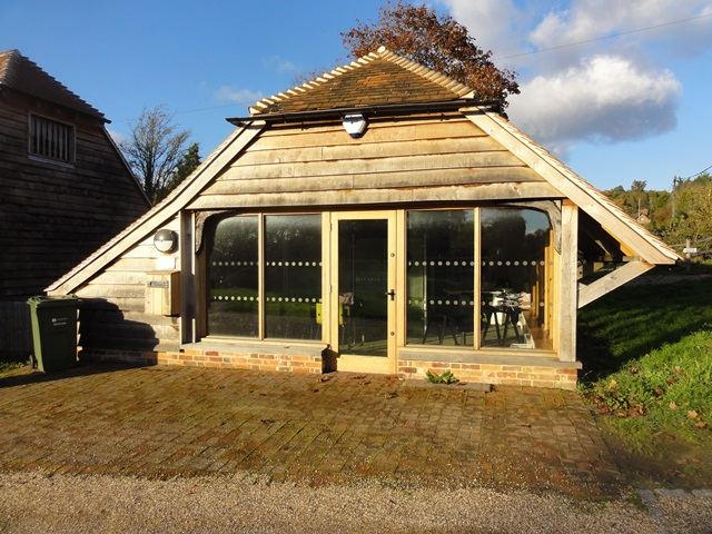 DANCEYS BARN - 727 sq ft with car parking