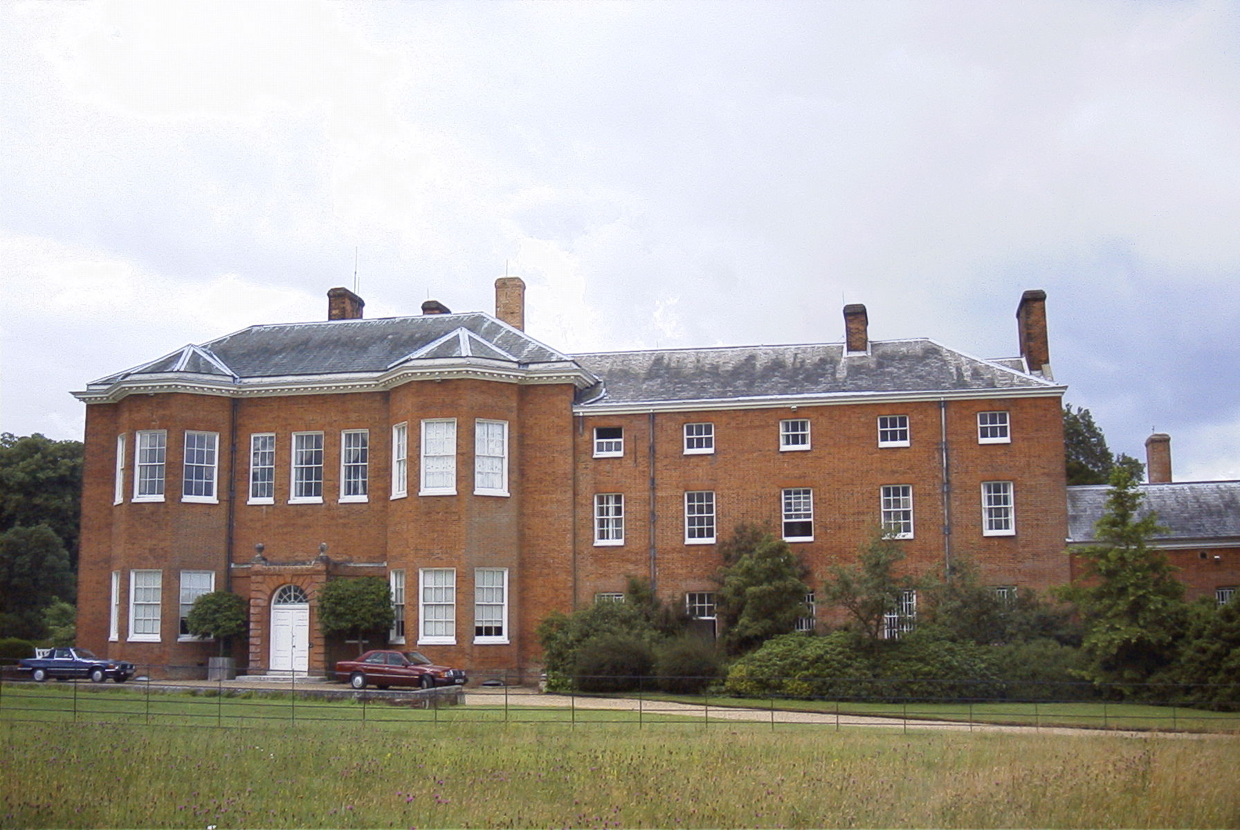 HATCHLANDS PARK (1st floor offices), East Clandon GUILDFORD - LETTING